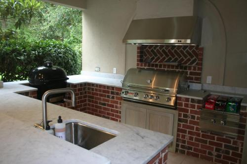 Bull Grill, XL Primo, Power Burner, Sink, Door and Drawers
