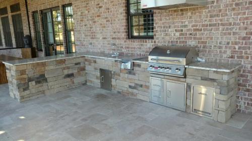 Drystack Stone, Bull Grill. Dbl. Side Burner, Sink, Trash Drawer, Door/Drawer Combo