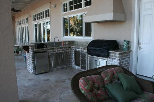 Brick w/ Fridge, Sink, Grill w/ Cover, Doors and Drawers