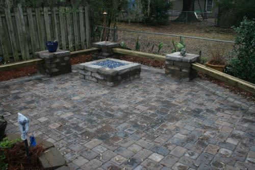 2 pc. Cobble Pavers w/ Wood/Wall Benches