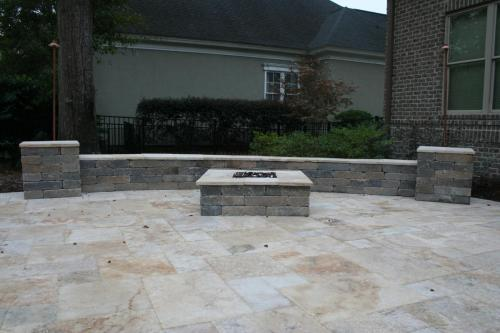 Royce Sitting Wall w/ Columns and Fire Pit