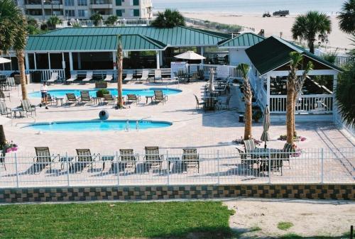 Tybee Hotel Paver Pool Deck